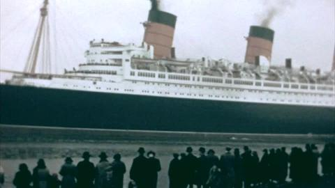 RMS Queen Mary Leaves the Clyde