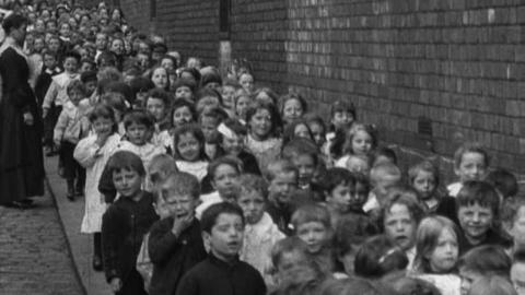 Children Leaving Tyldesley Catholic School, Lodge Road (1901)