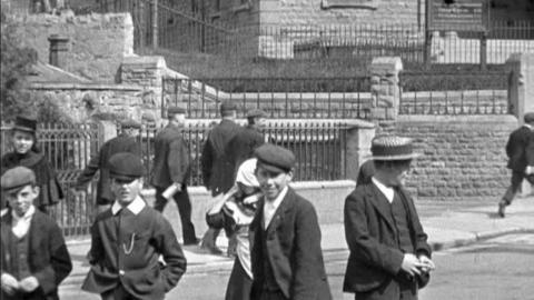 Congregation Leaving Wesleyan Chapel in Mansfield (c.1901)