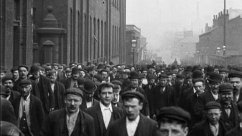 Workmen Leaving Platt's Works, Oldham (1900)