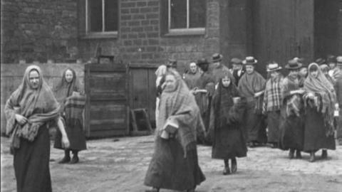 Millhands of Cheetham's Bankwood Mills, Stalybridge (1900)