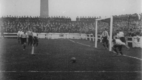 Le sport en 1900 Football-Match-at-Preston
