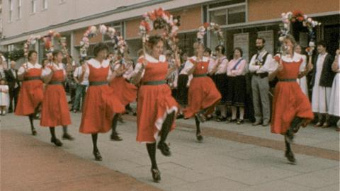 Morris Dancers invade Horsham