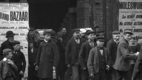 Employees of Blundell's Paint Works, Hull (1901)