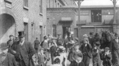 Workers Leaving T & W Lees of Stockport (1901)