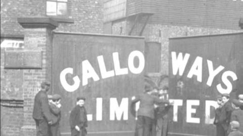 Employees of Galloways Ltd. Boiler Works, Hyde Road, Manchester (1900)