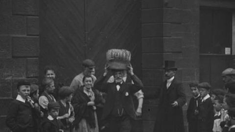 Darwen Factory Gate (1901)