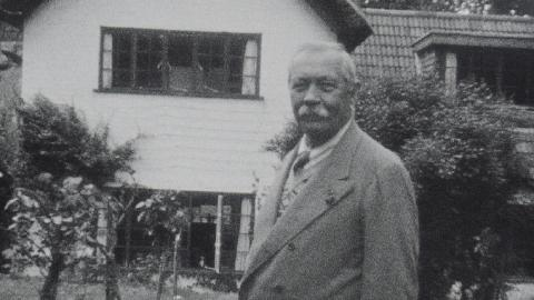 Arthur Conan Doyle Relaxes with his Family at Windlesham