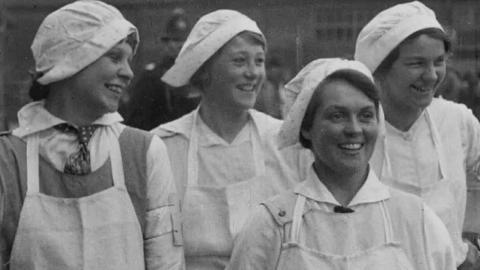 Surrey Women War Workers: Demonstration at Cross Farm, Shackleford