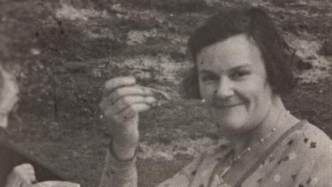 Marjorie Glasspool Films Her Family in Alton
