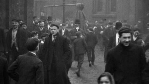 Workpeople Leaving For Dinner, Robinson's Iron Foundry, Rochdale (1901)