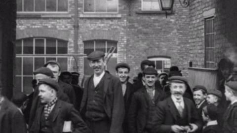 Workers at Dickens & Heywood, Middleton (1900)