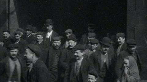 Workers at Yates's Foundry, Blackburn (1900)