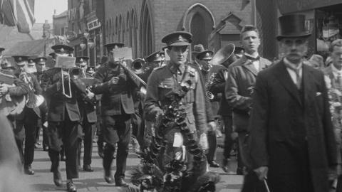 Unveiling of the War Memorial to the Men of Alfreton